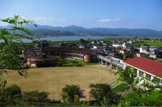 大川小学校昔の画像全景.JPG